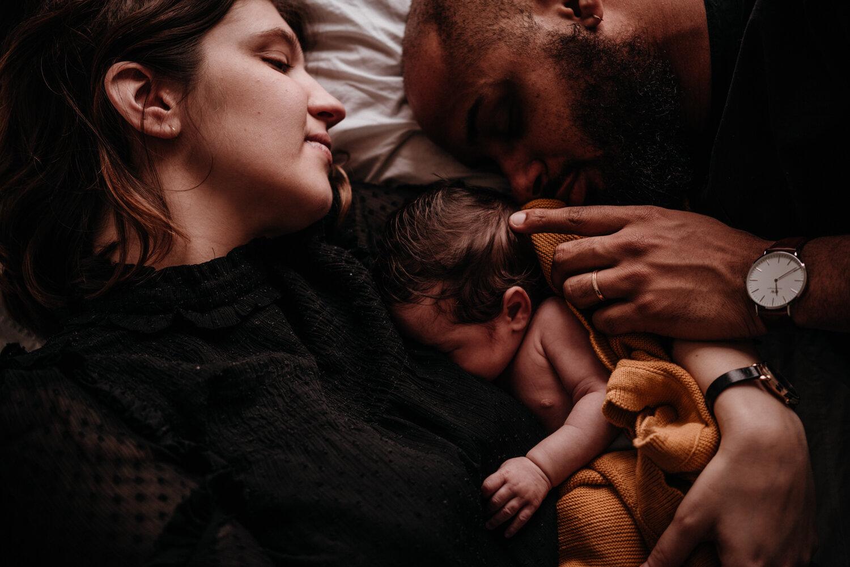 E + M + E session nouveau-né lifestyle SÉANCE PHOTO bébé bebe    PHOTOGRAPHE bebe et grossesse PARIS    FREYIA photography   photographe   nouveau-né bébé maternité grossesse future maman femme enceinte naissance allaitement_-60.jpg