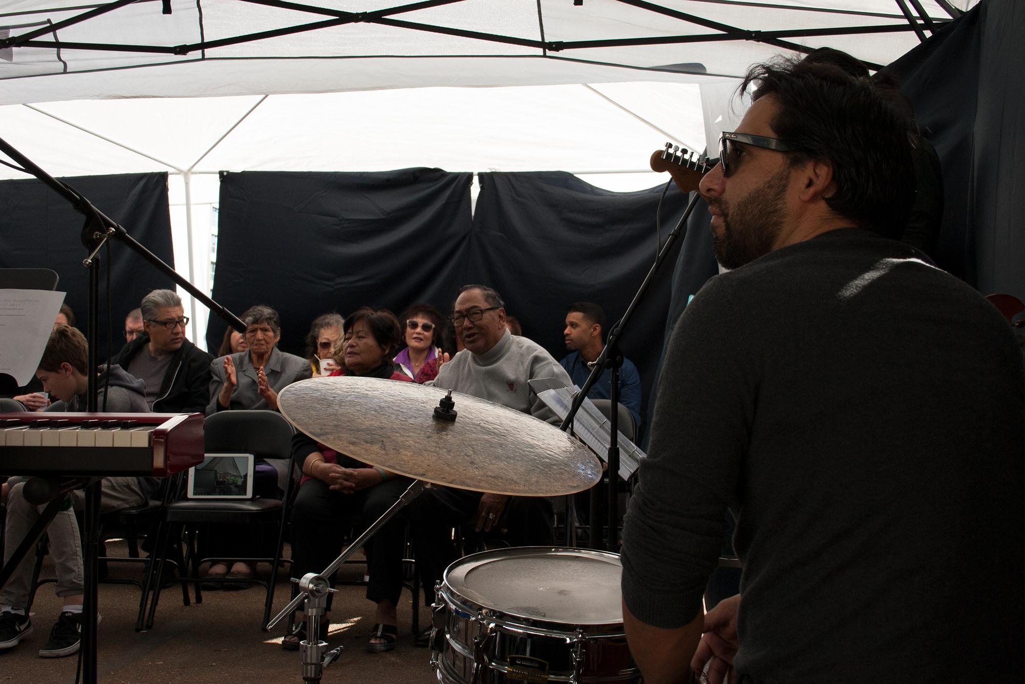 Jorge and congregation.jpg