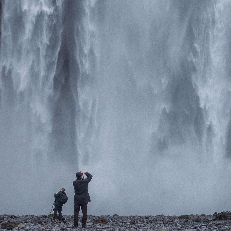 Abbildung      SEQ Abbildung \* ARABIC    4       So werden auch kleine Missgeschicke des Alltags, wie der Wasserrohrbruch bei Sigurdssons, erst mal für's heimische Fotoalbum abgelichtet.