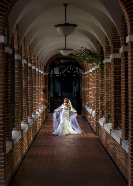 entry-30-danielromero_walking_bride.jpg