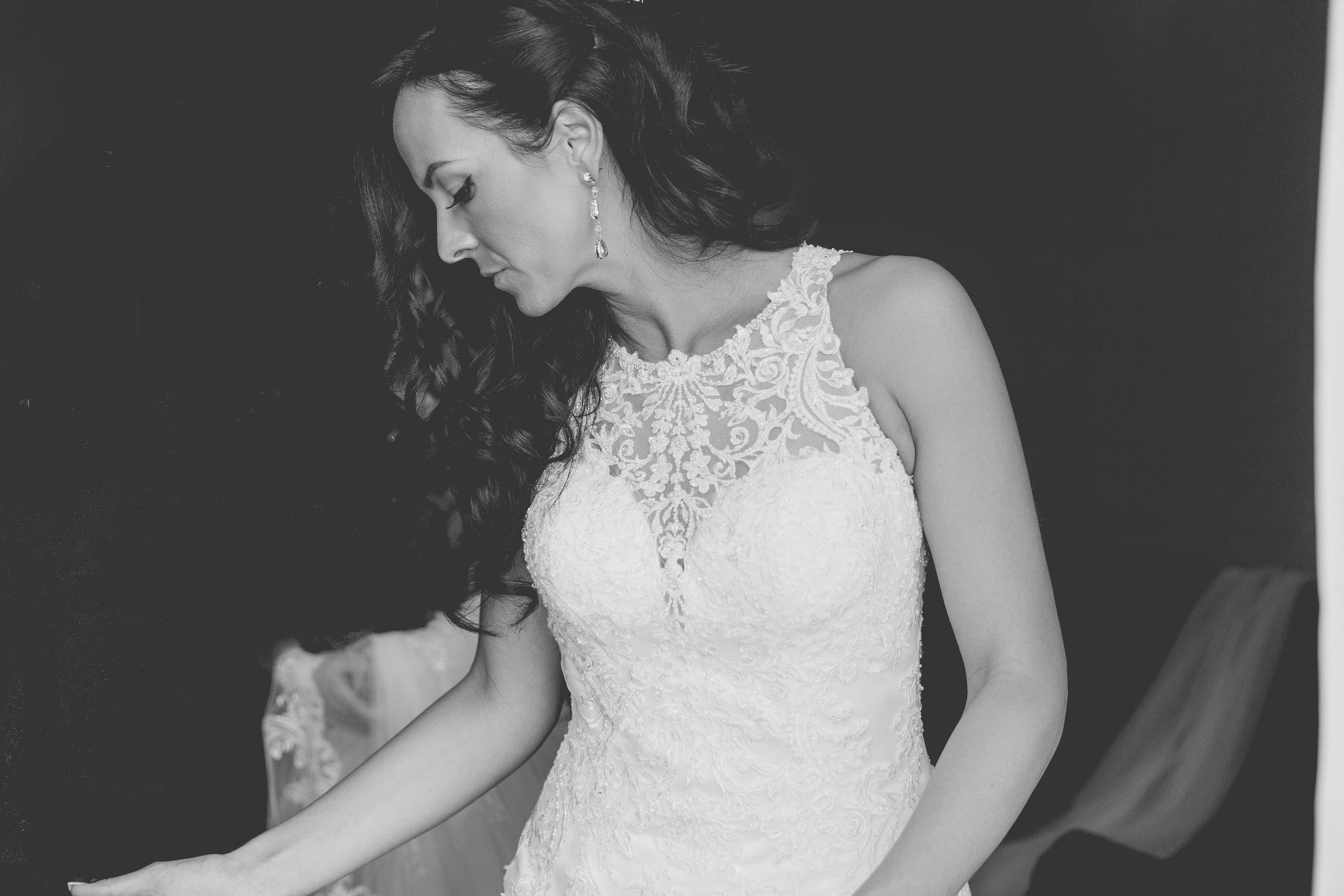 entry-31-joannamoss_joannamossphotography_bride.jpg