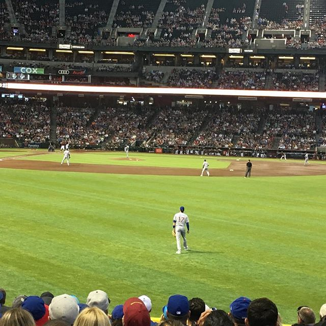Cubs vs. Diamondbacks. ⚾️Men playing sports in pajamas. This does not suck. #beisbol #baseball #cubs #chicagogirl #diamondbacks #azgalnow #girlsdayout #sundayfunday
