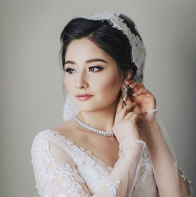 Obsessing over this beauty. Makeup by yours truly and hair my senior artist Rainy.  Photo by: @ericcheng.photography  www.aglowbyjoan.com . . . . . . . #aglowbyjoan #torontomakeup #torontoweddingmakeupartist #bridal #toronto #flawless #beautiful #beforeandafter #airbrush #airbrushmakeup #wedding #weddingmakeup #asianmakeup #6ix #stunner #prettygirls #contour #contourandhighlight #highlight #browsonfleek #faceonfleek #follow #igdaily #liner #newyork #bridal #lashes #lashesonfleek