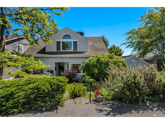 2546 37th Ave W, Seattle WA 98199  SOLD for $1,050,000  For more photos & information,   click here