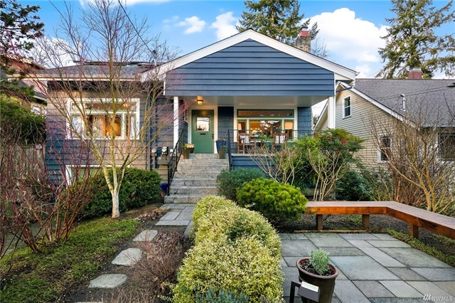 1018 NE 90th Street, Seattle WA 98115  SOLD for $1,010,000  For more photos & information,   click here.