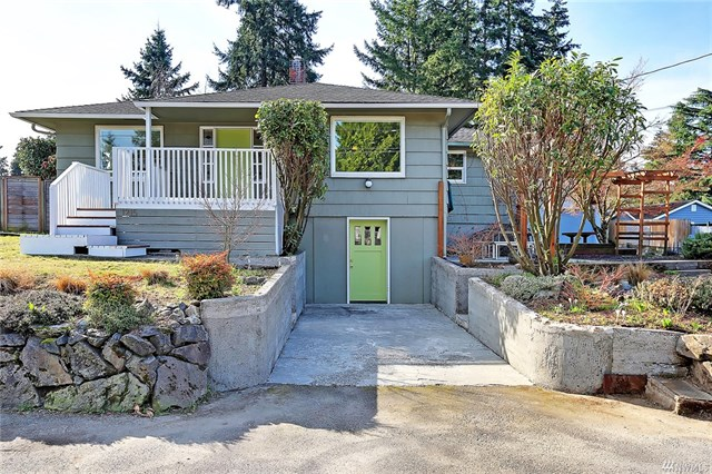 1215 S 129th St, Burien, WA 98168  SOLD for $559,000  For more photos & information,   click here.