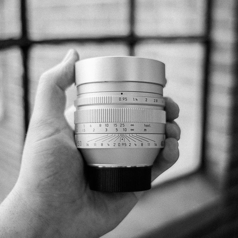 Leica Noctilux-M  Single Lens: 200/day, 800/week, 150/day in studio  50mm f/0.95   product info