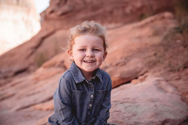 While houseboating on #lakepowell this year I got to shoot this cutie and her family! Can't resist a good desert location to shoot in! #cutiepie #carraonealphotography #familyphotography #portraitphotography