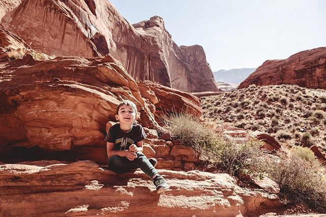 Desert hiking in #lakepowell earlier this month! #carraonealphotography #familyvacation #getoutside #childhoodunplugged