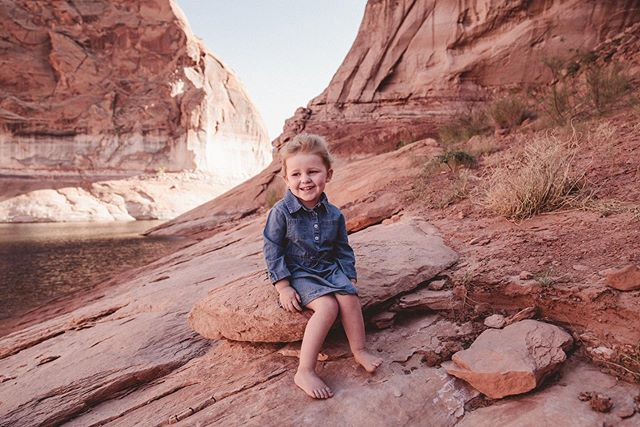 Finishing up photos of this #cutiepie today! Someone loves the lake 🥰 #lakepowell #carraonealphotography #childhoodmemories #houseboatlife