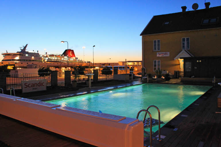 Scandic-Visby-Exterior-pool-night.jpg