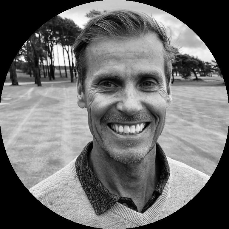 Anders Fritzon - PGA Certifierad ProJag och min familj har verkligen förälskat oss i Gotland, Kronholmen och Visby GK. I mitt tycke en av Sveriges absolut finaste och vackraste golfanläggningar med en härlig atmosfär och otroligt proffsig inställning.Jag som tränare försöker på ett så enkelt och tydligt sätt förmedla de verktyg som pass just Dig! Jag tror på en funktionell och effektiv teknik och enkla grunder i närspelet. Jag försöker ge Er inspiration och motivation att vilja träna och spela ännu mer. Den mentala aspekten av spelet är också något jag försöker förmedla.Målet med varje lektion eller kurs är att skapa ökad medvetenhet, mer energi och ökad spelglädje!Min passion, Din utveckling!Hör gärna av dig! /AndersTelefon: 0498-20 09 30 E-post: anders@visbygk.com