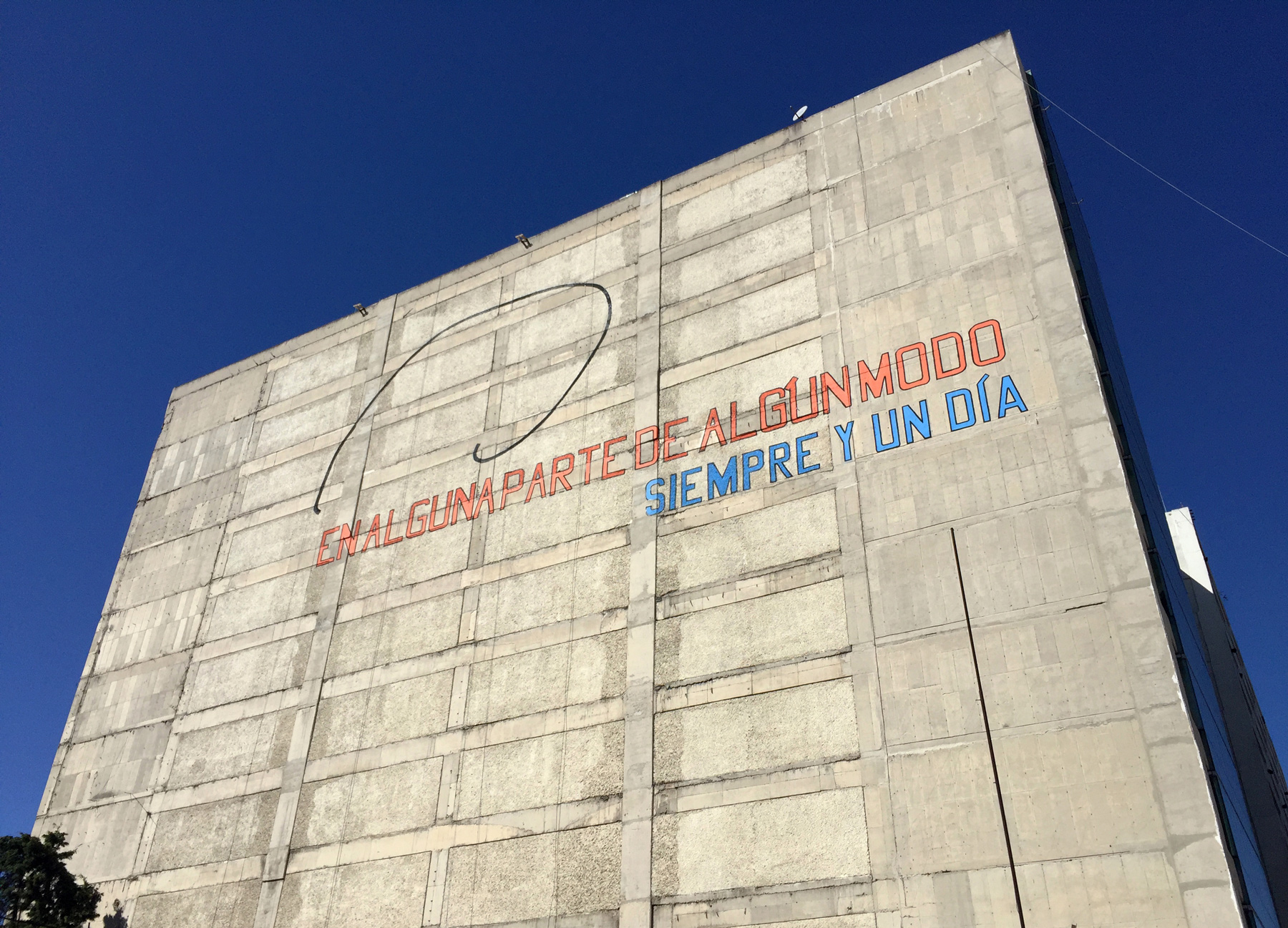 Large scale mural art by Lawrence Weiner in Mexico City