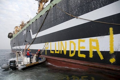 Greenpeace activists graffiti  Margiris