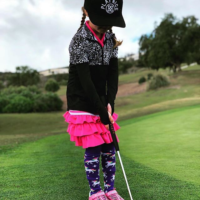 #Repost @arianna_golf ・・・ Today was so hard for my golf game. The golf course was all uphill and it was so hard to play but it was beautiful and the greens were perfect. I loved being with my friends and I made some good shots. And my dad told me some funny jokes too. . . . @ekc_golf #golfswing #golfshot #ariannagolf #uskidsgolf #golfgirl #golfkid #littlegirlsbigdreams