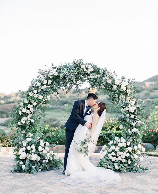 September was a month full of love and as we prep for another month of weddings we'd like to take this moment to reminisce on how much we love these circle arches! 😍✨ . Photographer: @jennifertrinidadphotography Videographer: @sweetdaystudio  Florals: @floralsbyisabelle  Planner: @chiaveevents