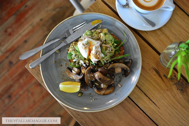 mushrooms-avocado-toast.jpg