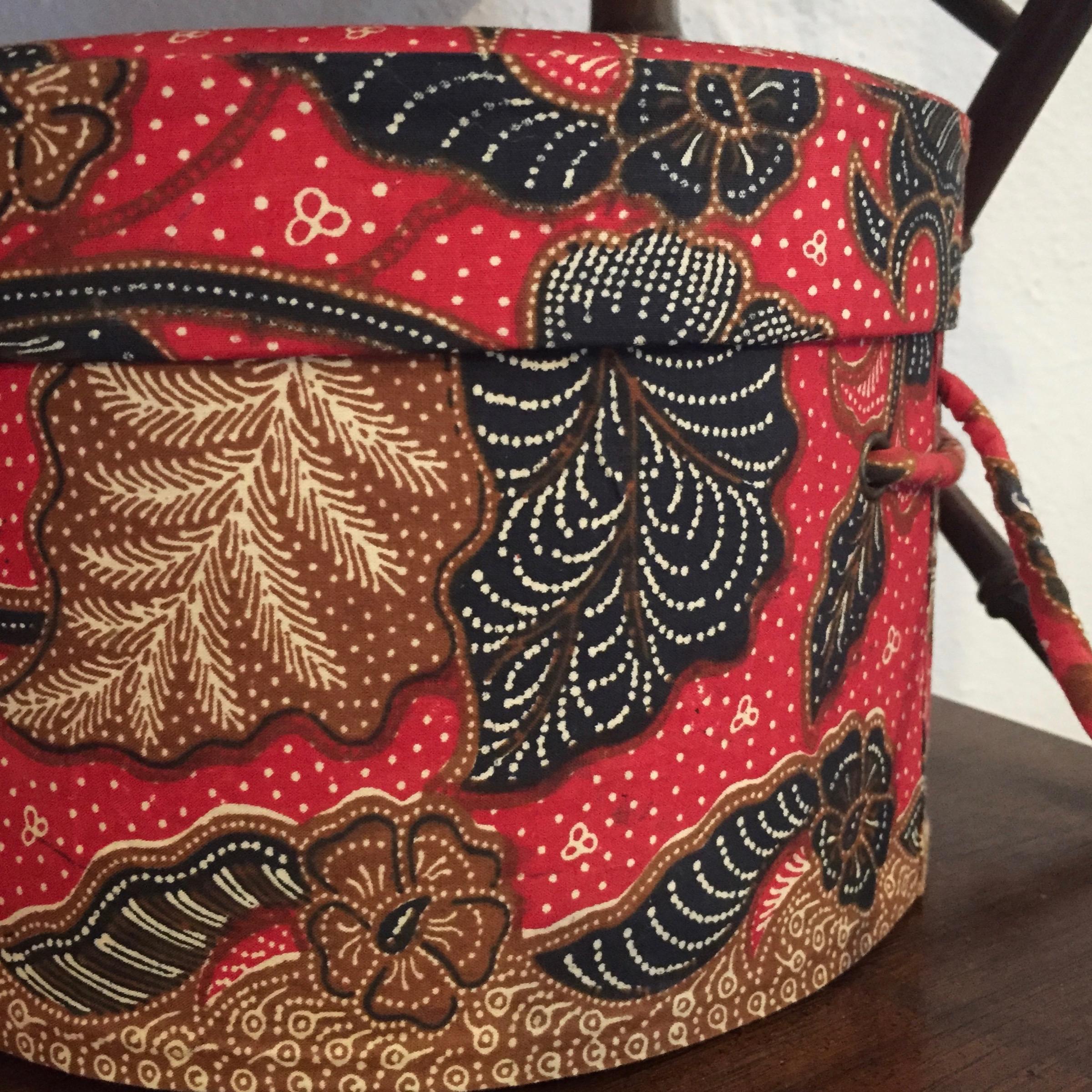 RED BATIK HAT BOX