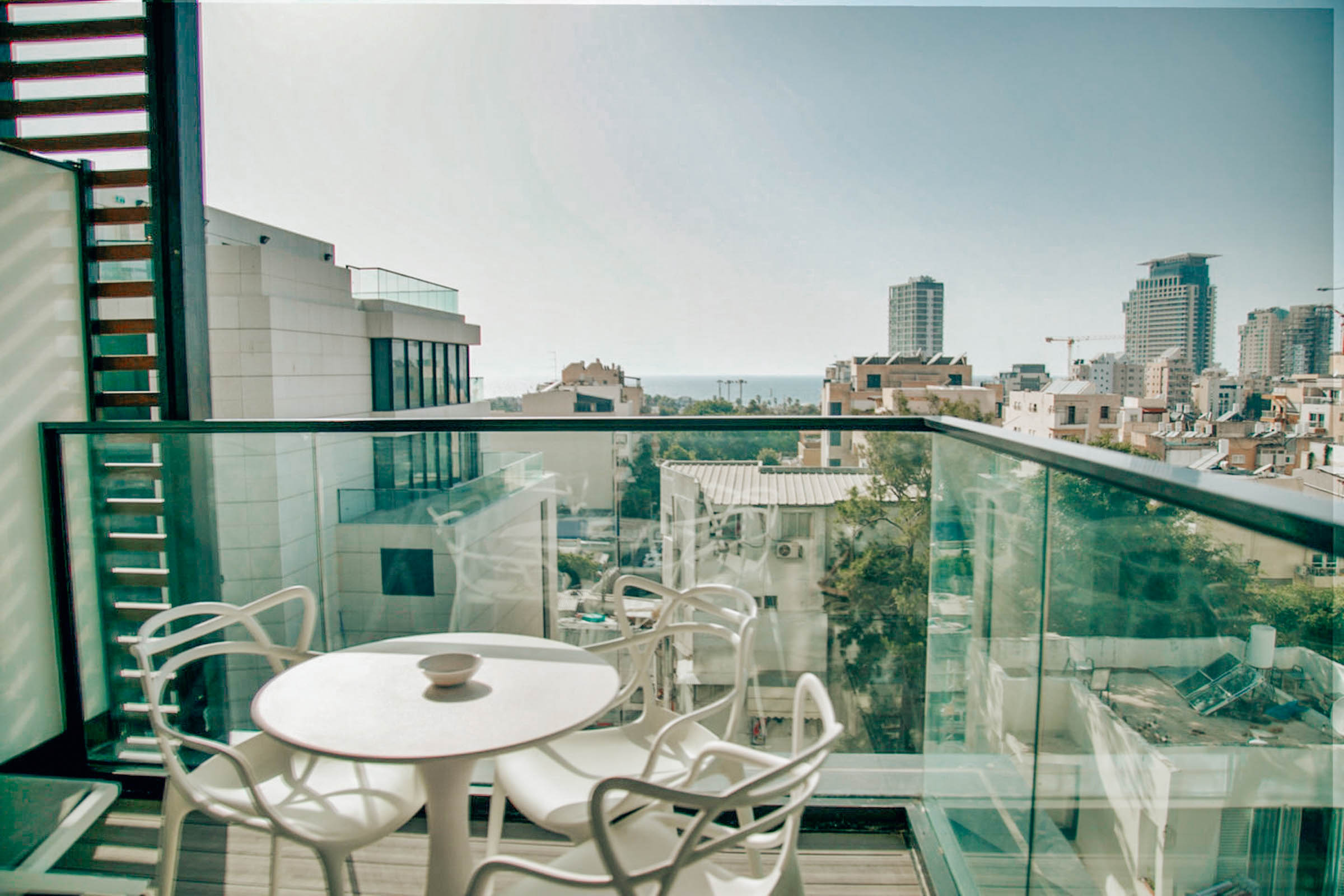 Psst...to rent this apartment in Tel Aviv,  click here .