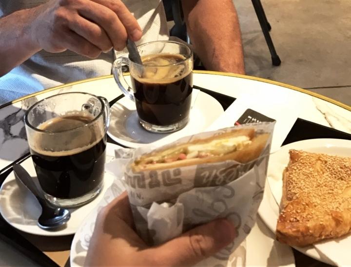 4-days-in-Tel-Aviv-Aroma-Cafe
