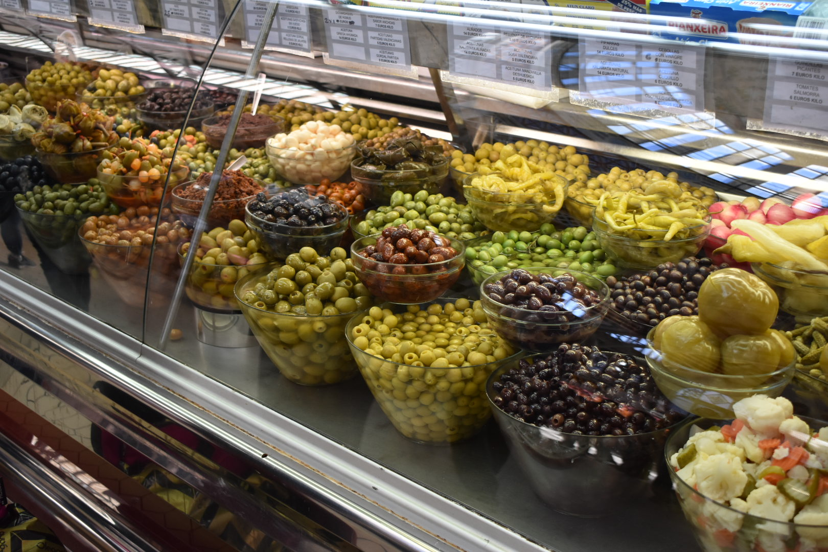 Olives-at-the-Central-Market-in-Valencia
