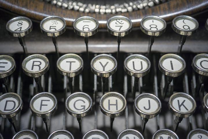 typewriter-1814675__480.jpg