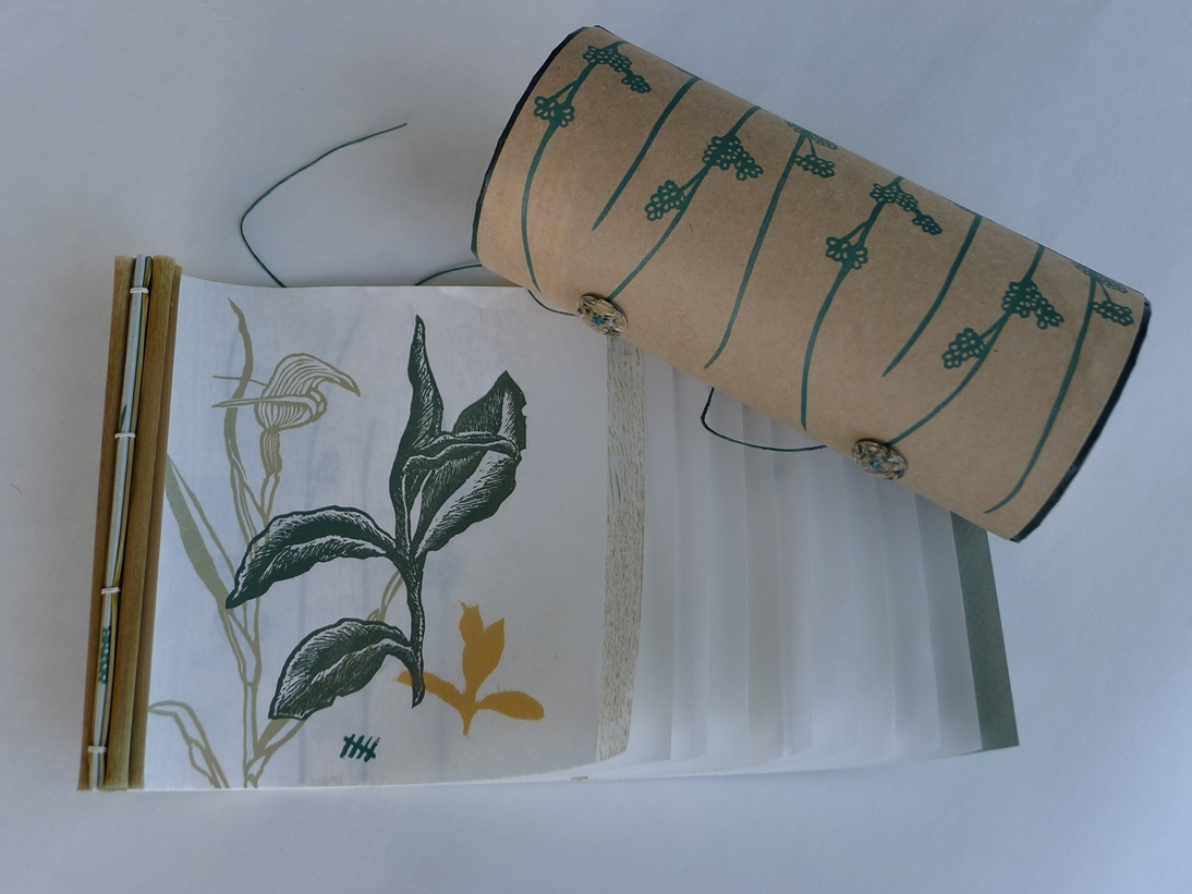 pushing-through-the-rushes-cylinder-box-japanese-stab-binding-flax-leaves-diane-harries
