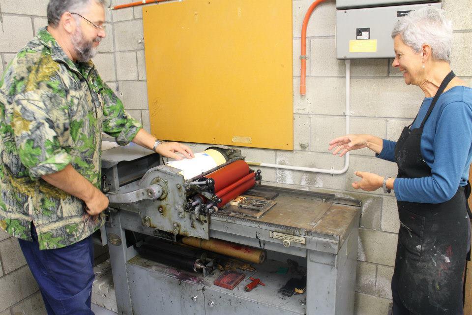 Marty Vreede printing title page on vandercook printing press