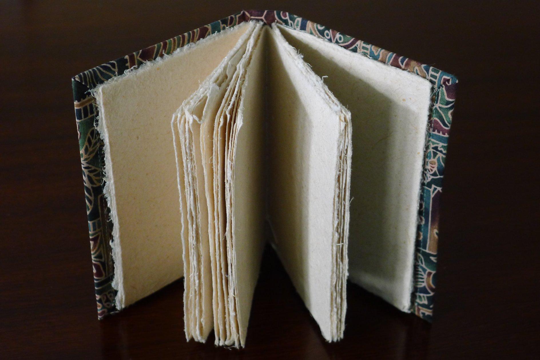 Lightweight flax paper