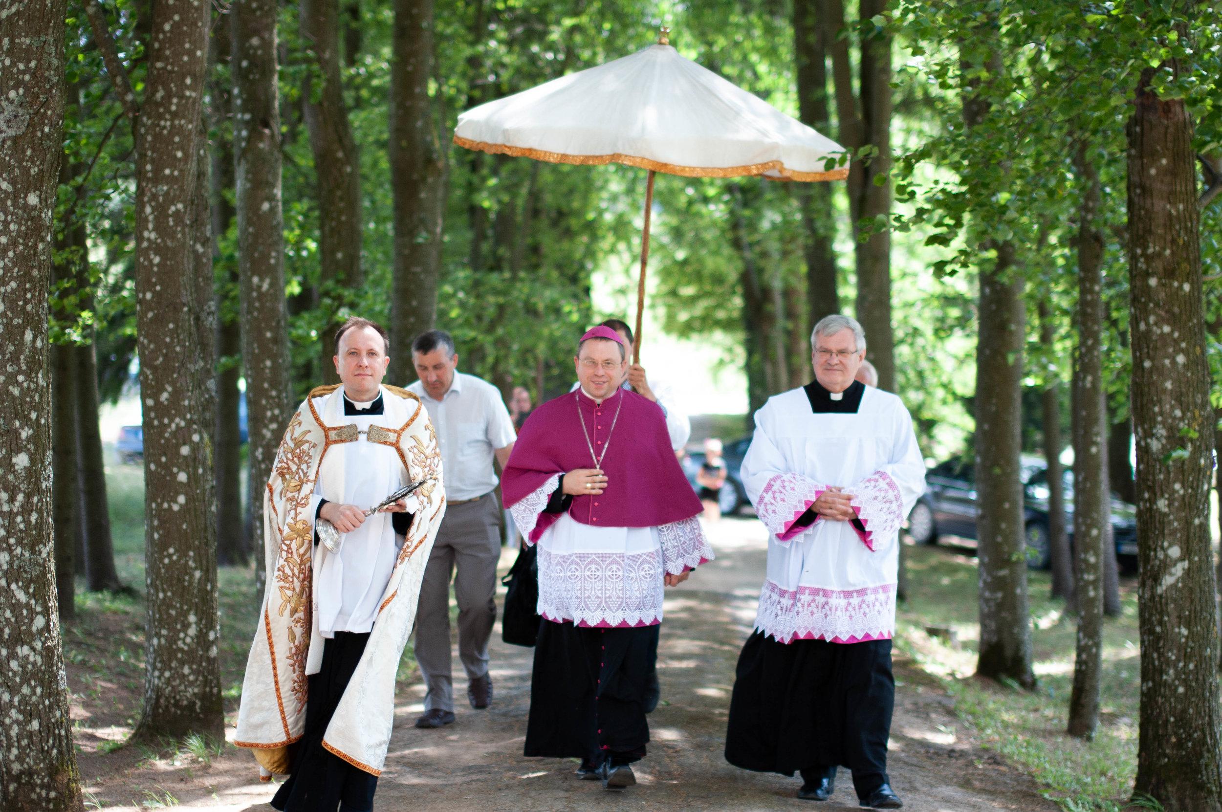 Vyskupo vizitiacija Kavarske. Nerijus Vyšniauskas.jpg