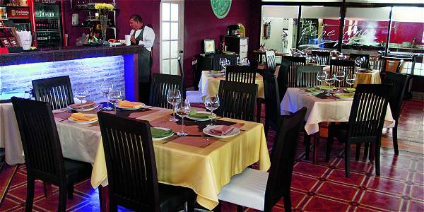 PEPE ANCA  Callejon de los Estribos 2 - 56 Telefono: +57 5 6604334 www.pepeanca.com eventos@restaurantepepeanca.com