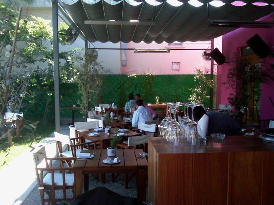 GALLO 71  Av. Jose Vanconcelo #71, Monterrey, México Telefono: +52 81 8335 6200 www.gallo71.mx/