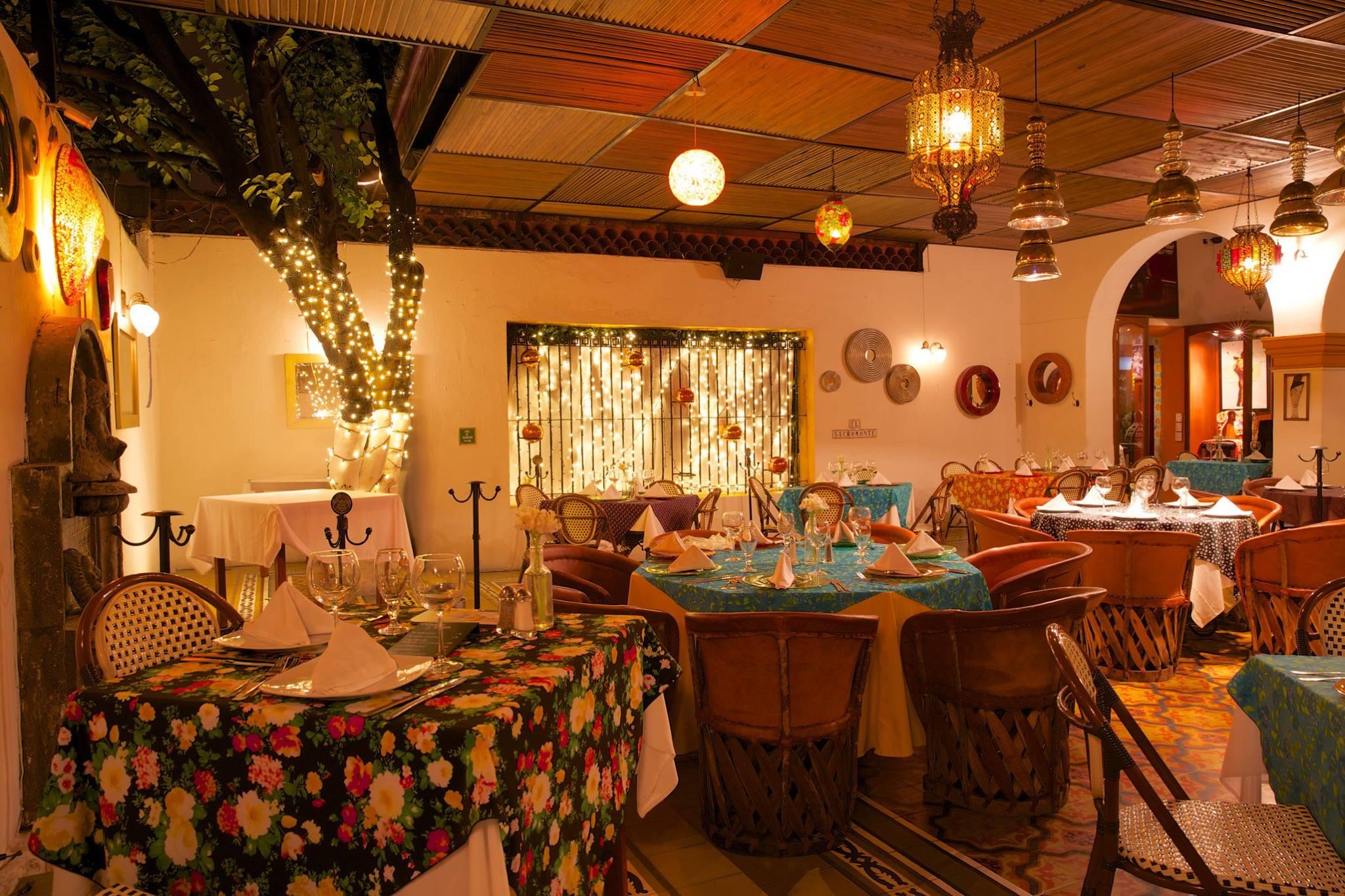 EL SACROMONTE  Calle Pedro Moreno 1398, Guadalajara, México Telefono: +52 33 3825 5447 www.sacromonte.com.mx/