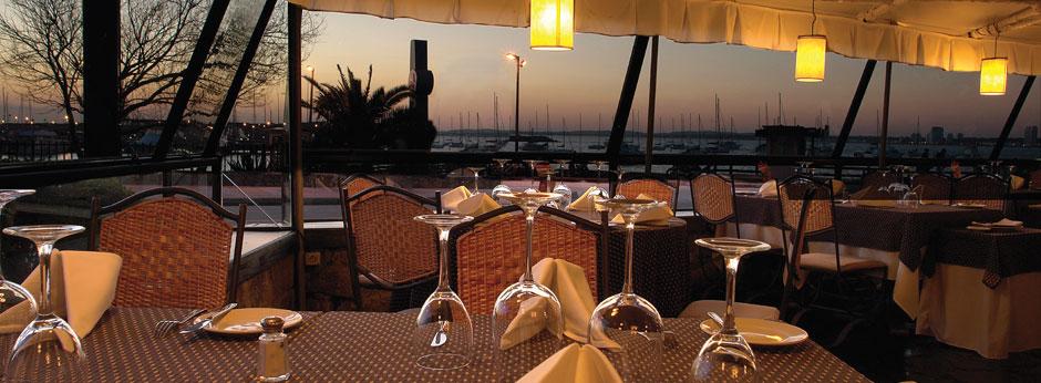 LO DE TERE  Rambla del Puerto Calle 21, Punta de esta, Uruguay. Telefono: +598 4244 0492 www.lodetere.com/
