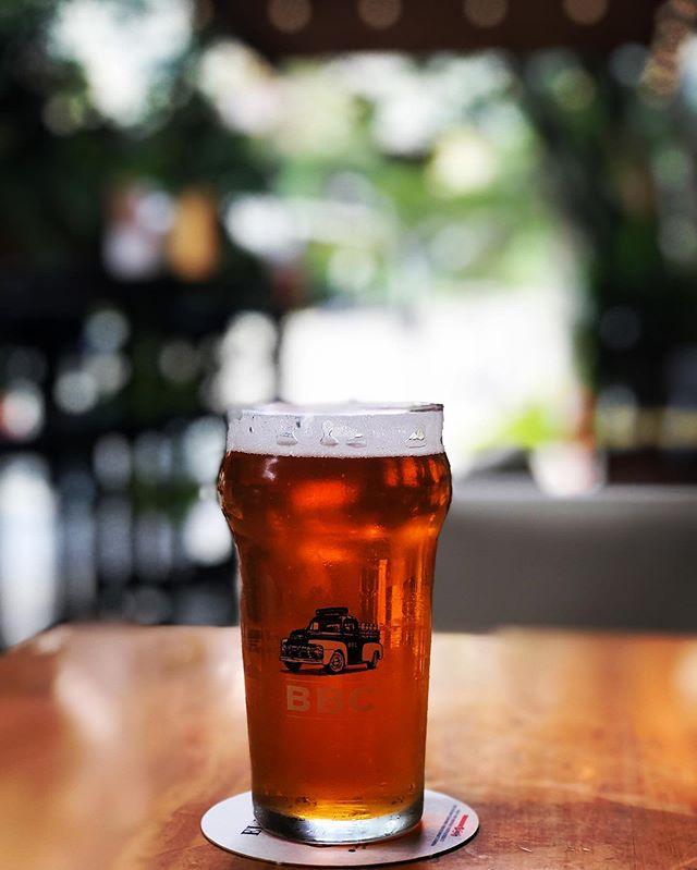 Por fin es viernes ! #cerveza #cervezaartesanal #craftbeer #craftbeergirl #craftbeerlover #craftbeerlifestyle #viernes #findesemana #relax #bbc @exploradorcervecero @jeanpaulchepiu @leonorita00 @bogotabeercompany