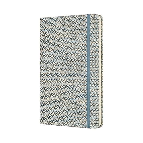 """CARNET MOLESKINE, COLLECTION """"TEXTILES"""", TISSU JACQUARD BLEU CIEL : 20 000 F CFA   Format : 13x21 cm /Pages à rayures   Un mélange de teintes, de tissus et de textures, la Collection Blend : là où sensations tactiles et couleurs se rencontrent. Ce carnet Blend est doté d'une couverture en tissu jacquard tactile composée de fils d'un bleu clair vaporeux, ainsi que d'un ruban marque-page bleu coordonné pour rester au bon endroit. Une fermeture à élastique assortie protège vos notes des regards indiscrets.   Son tissu texturé éveille les sens, tandis que ses pages vous invitent à y inscrire les idées, les histoires, les listes et les pensées qui vous viendront à l'esprit au travail, chez vous et partout ailleurs."""