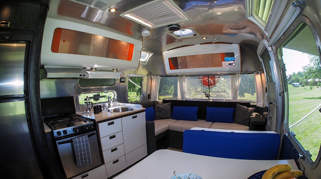 Airstream Facilities AF7 front to rear interior2.jpg