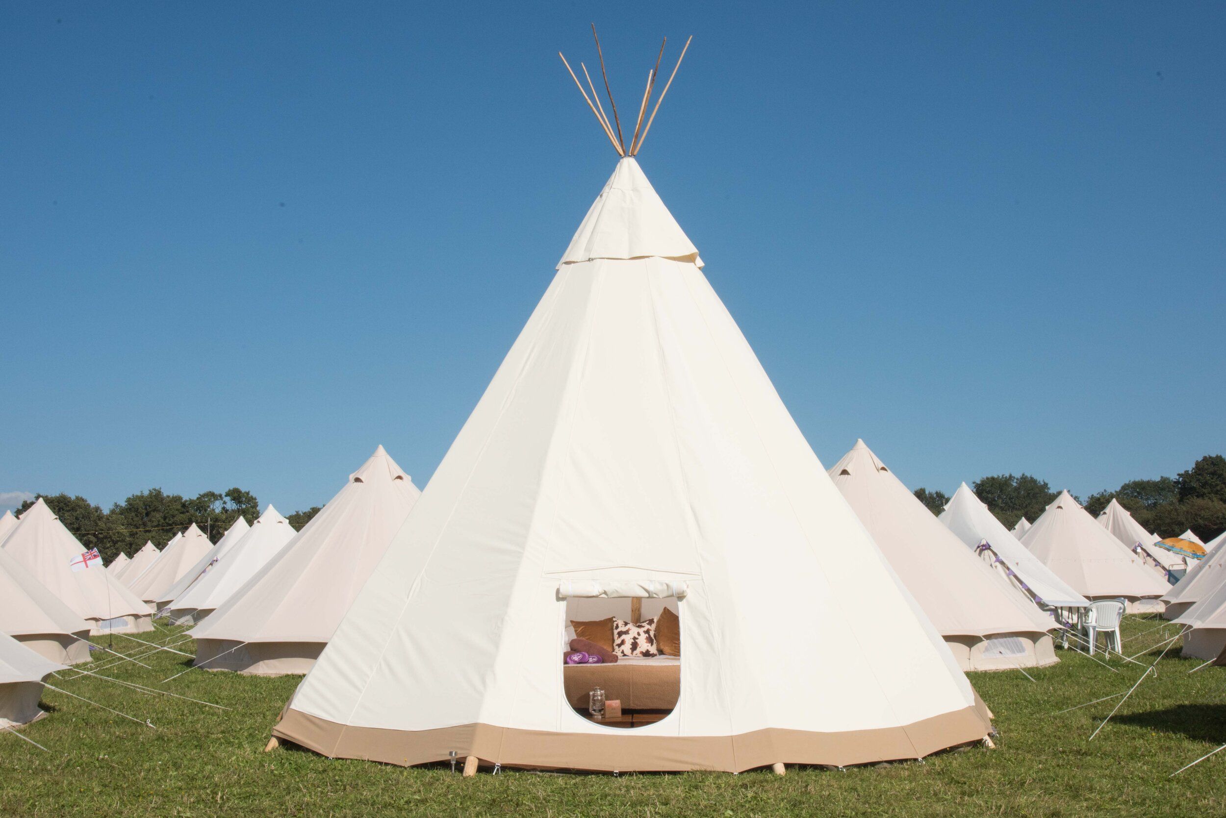 Hotel Bell Tent Luxury Tipi Package