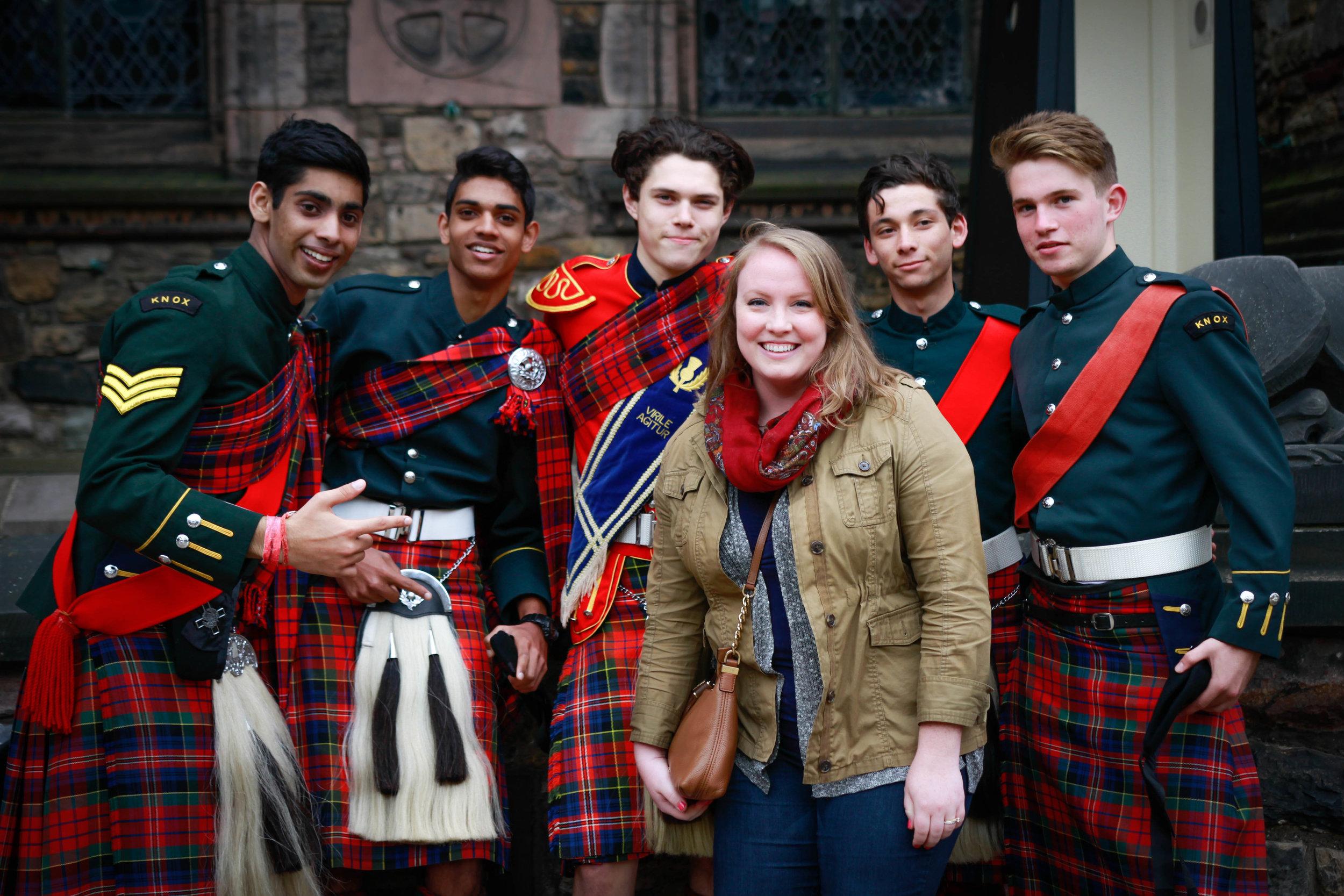 Travel Blogger | Edinburgh Scotland | Destination Elopement & Wedding Photographer | Travel Photography & Tips | Maral Noori Photography| Edinburgh Castle