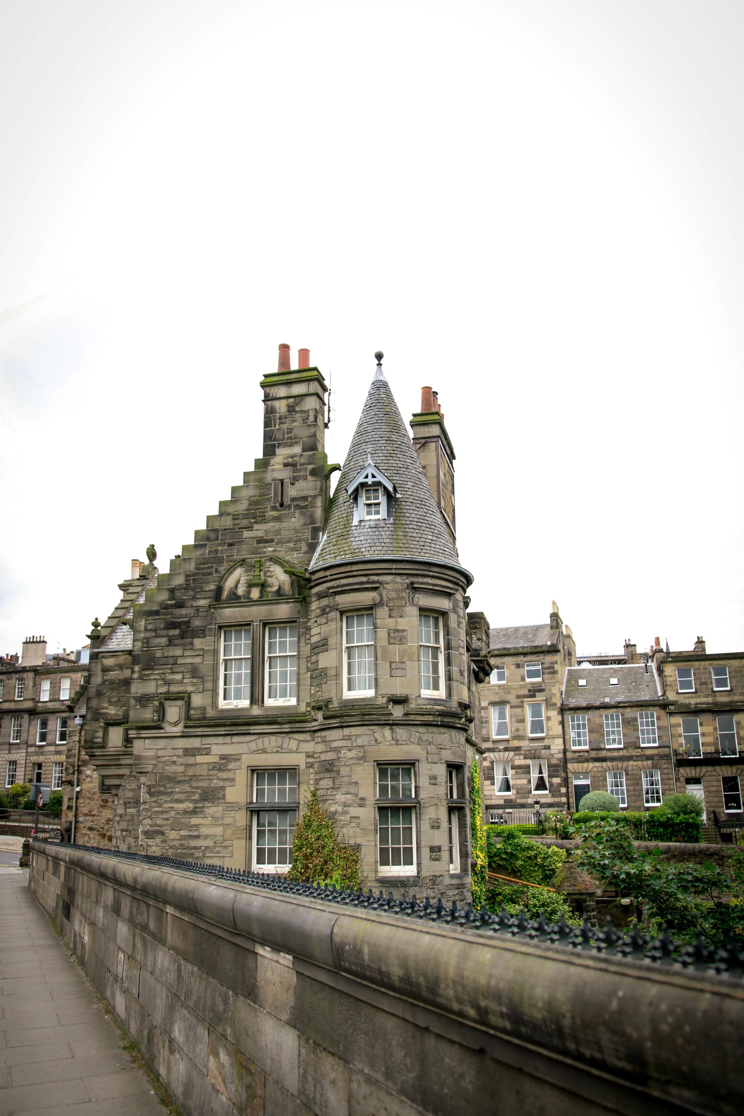 Maral Noori Photography | Travel Blogger | Edinburgh Scotland | Destination Elopement & Wedding Photographer | Travel Photography & Tips |