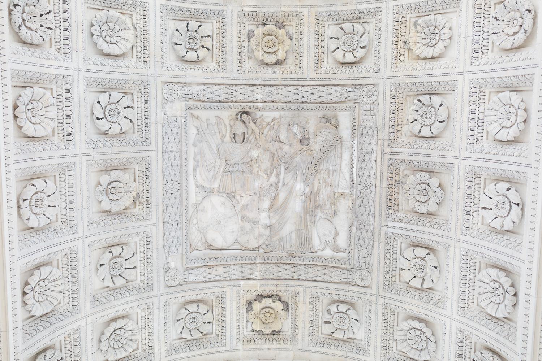 Paris, France Travel Blog   Tips   Tricks   Prints   Maral Noori Photography   Carrousel Arc de Triomphe
