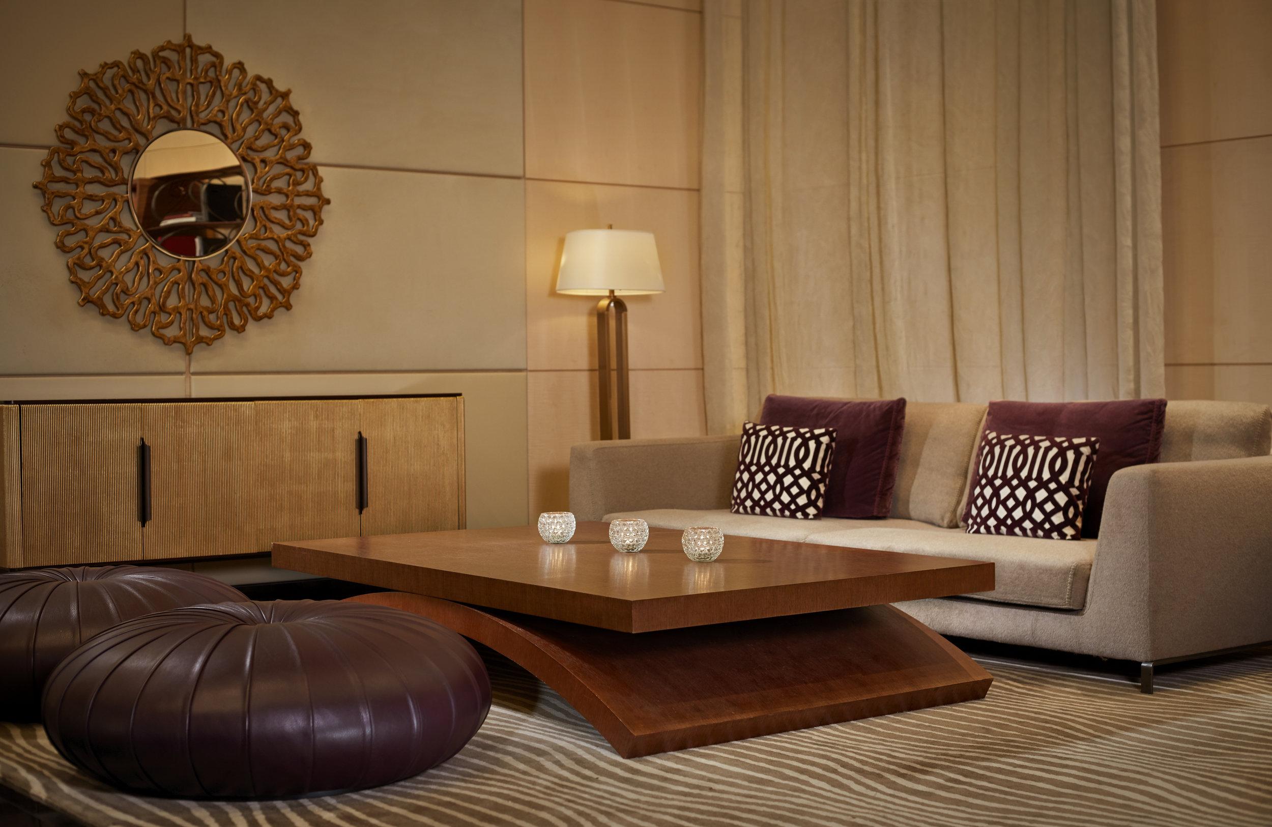 Park-Hyatt-Zurich-Lobby-Lounge-Big-table.jpg