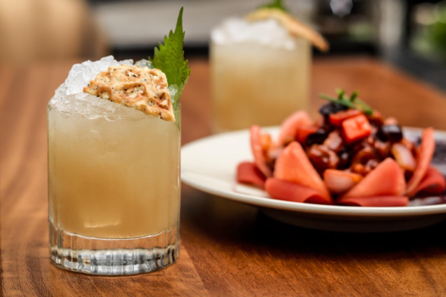 Cocktails - Il Mei Ume Bar sarà un punto focale per il ristorante, con il design da padiglione orientale caratterizzato da un'elegante illuminazione ed oggetti in vetro.