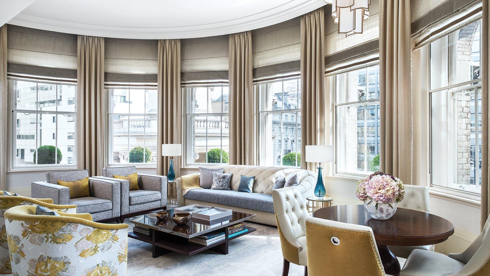 tllon-rooms-infinity-suite-living-room-1680-945.jpg