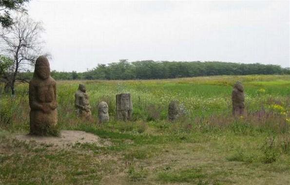 Stone Babas at Kamiana Mohyla