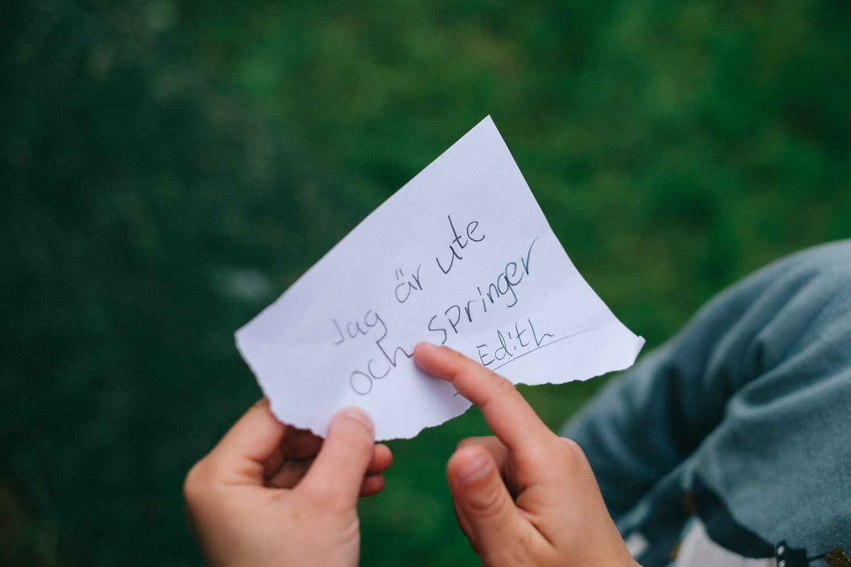 Älska att hitta meddelanden på små lappar när en kommer hem!
