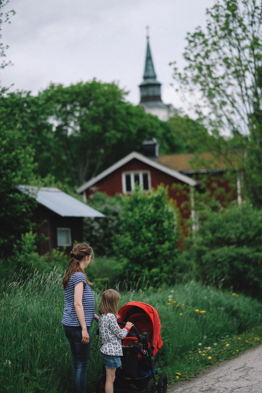 Vi åkte till Gävle och träffade fina vänner (och tog tydligen en promenad i pyjamaströja?!).