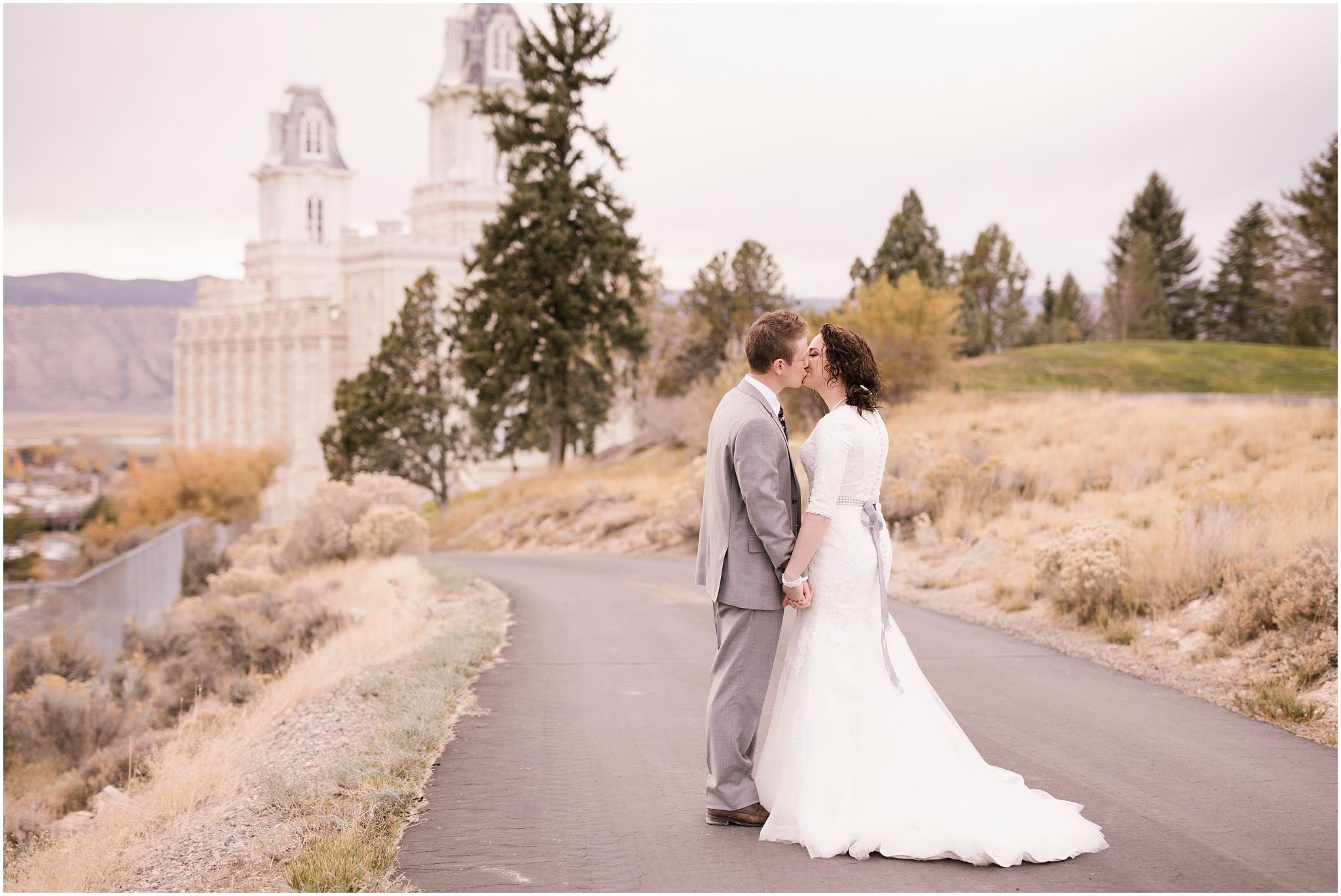 BA-Bridals-160_Lizzie-B-Imagery-Utah-Wedding-Photographer-Central-Utah-Photographer-Utah-County-Manti-Utah-Temple.jpg