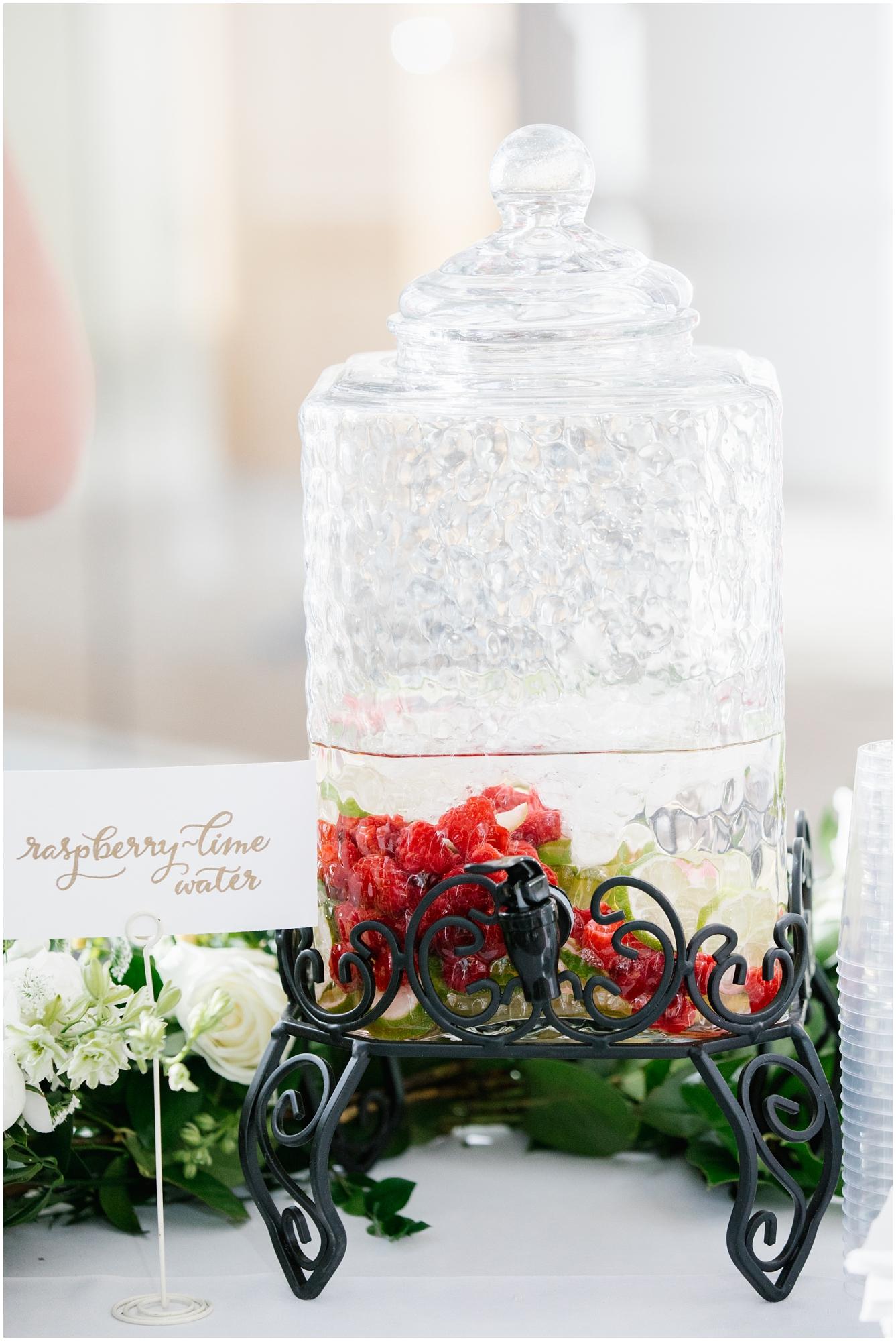 CherylandTyler-409_Lizzie-B-Imagery-Utah-Wedding-Photographer-Park-City-Salt-Lake-City-Temple-Wells-Fargo-Building.jpg