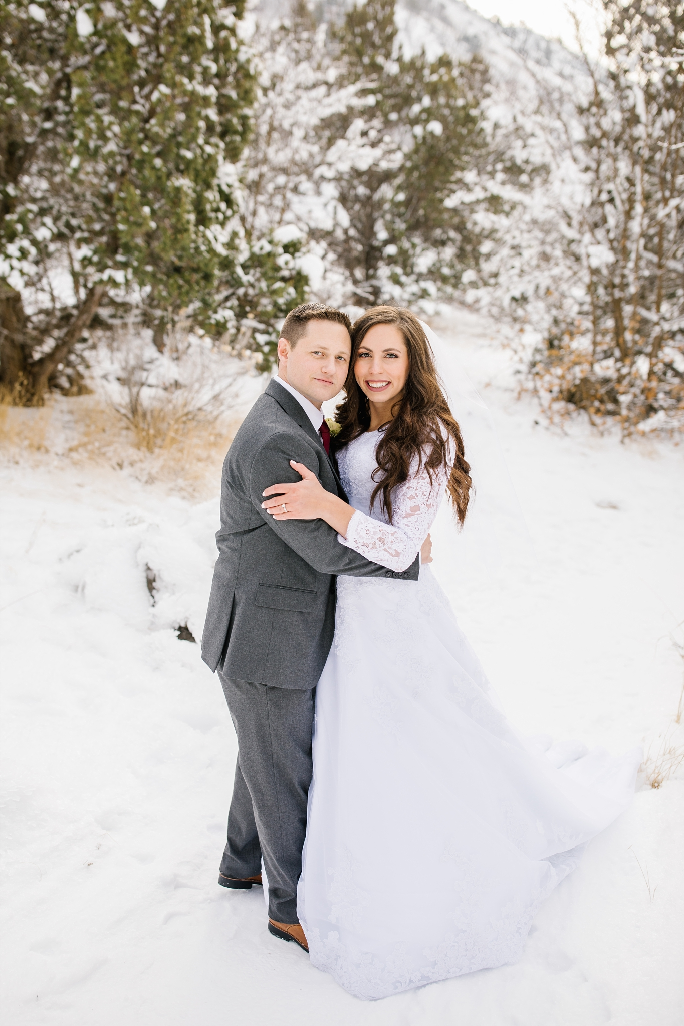 SSBridals-48_Lizzie-B-Imagery-Utah-Wedding-Photographer-Logan-Temple-Logan-Canyon-Mountain-Horse-Session.jpg